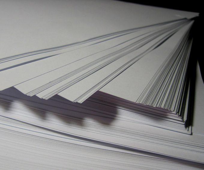 紙の厚さの単位はkg。なんで厚さなのに重さの単位?
